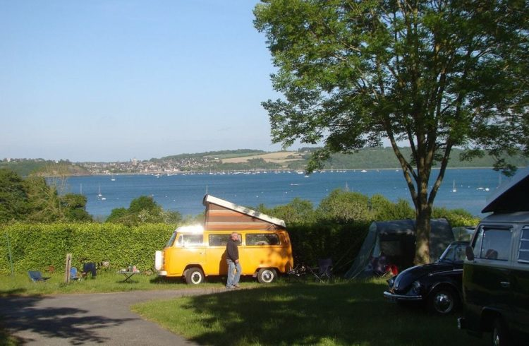 Camping-Le-Rivage-Le-Minihic-van-2