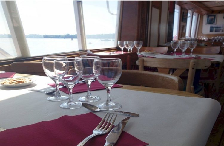 Croisiere-Chateaubriad-La-Richardais-tables-dressees