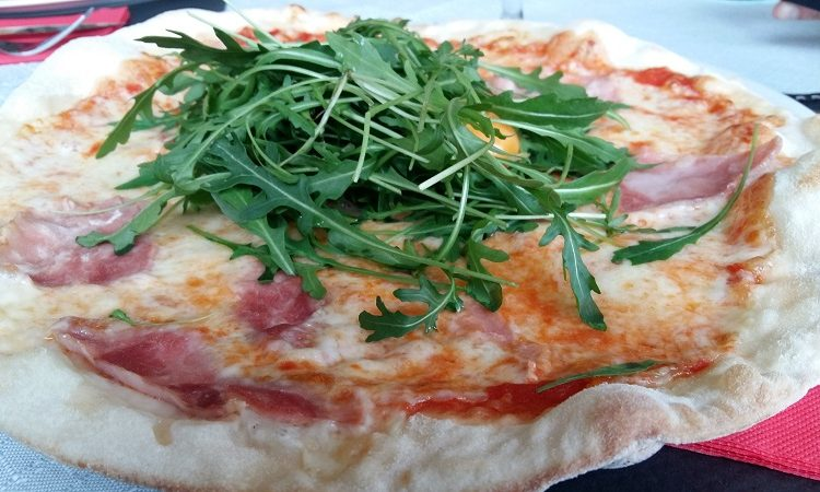 Pizzeria-la-Mama-Sables-d-Or-les-Pins2