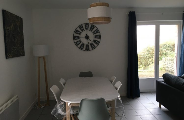 appartement-la-vallee-salle-a-manger-camping-beausejour